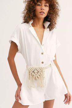 Beach Flower Belt Bag – Famous Last Words Crochet Belt, Bead Crochet, Womens Fashion Online, Latest Fashion For Women, Fashion 2018, Fashion Top, Diy Macrame Wall Hanging, Macrame Mirror, Macrame Curtain