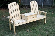 The creative people know how to use the recycled wood pallets to inspire others with their creation, nothing is better than the furniture that is created at… Wooden Pallet Projects, Wood Pallet Furniture, Wood Pallets, Pallet Ideas, Pallet Wood, Crate Ideas, 1001 Pallets, Wood Ideas, Wooden Beach Chairs