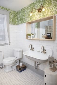 Bathroom Organizing Ideas – You may not have the perfect bathroom, but no matter how small, awkward, or unusual your space, you can always take steps to make it as clutter-free and functional as possible. And if you do have a fabulous bathroom and you're not sure how to make the best use of it, there are even more options once you learn some organizing basics. Here's all you need to know about how to organize your bathroom.