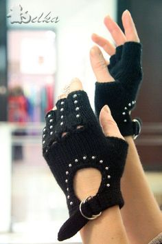 25 Best Gloves Knitting Patterns Images – Knitting And We Gilet Crochet, Crochet Gloves Pattern, Knit Crochet, Knitting Patterns, Pinterest Crochet, Crochet Wrist Warmers, Hand Warmers, Fingerless Gloves Knitted, Knit Mittens