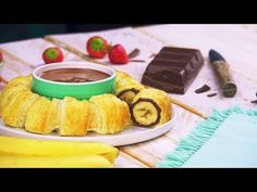 Nutella banana ring flies onto the plate with double chocolate thickening - Place 12 thick slices of banana side by side on puff pastry. Only 5 ingredients and 5 steps to bake - Nutella Cupcakes, Chocolate, Party Snacks, Christmas Desserts, Finger Foods, Dessert Recipes, Food And Drink, Sweet, Coups