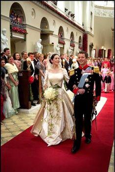 Mary Donaldson & Crown Prince Frederik of Denmark May 2004 Denmark Royal Family, Danish Royal Family, Princesa Mary, Princess Alexandra, Crown Princess Mary, Royal Brides, Royal Weddings, Royal Family Portrait, Mary Donaldson