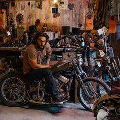 Jason Momoa on a bike Jason Momoa Aquaman, Estilo Rock, Motorcycle Clubs, Khal Drogo, New Trailers, Dream Guy, Good Looking Men, Gorgeous Men, Beautiful People