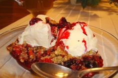 Mennonite Girls Can Cook: BERRY CRUMBLE. I've tried it with apples and also with blue berries--a simple, sweet hit, perfect for spring or summer. Yummy Treats, Delicious Desserts, Sweet Treats, Yummy Food, Saskatoon Berry Recipe, No Bake Desserts, Dessert Recipes, Berry Crumble, Baking Recipes