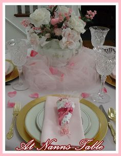 Pink placesetting from atnannstable.blogspot.com