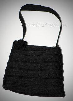 Zipper purse tutorial--one continuous zipper. It actually un-zips! A zipper will do a coin purse. Diy Zipper Crafts, Upcycled Crafts, Home Design, Coin Purse Tutorial, Purses And Bags, Zip Purses, Wholesale Bags, Mk Bags, Fabric Bags