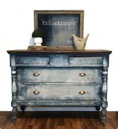 Furniture Painting Techniques, Paint Furniture, Furniture Projects, Furniture Makeover, Blue Furniture, Furniture Design, Chalk Paint Dresser, Black Chalk Paint, Turquoise Painted Furniture