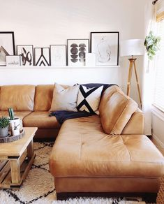 Image may contain: people sitting, living room, table and indoor Boho Living Room, Living Room Sofa, Home And Living, Living Room Decor, Living Room Inspiration, Home Decor Inspiration, Home Interior, Interior Design, Home And Deco