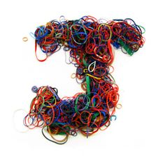 Erik Berger took about a pound of rubber bands to create Typography art. Food Font, 7th Grade Art, Name Wallpaper, Teaching Letters, 3d Typography, Types Of Lettering, Letter J, Minimalist Poster, Rubber Bands