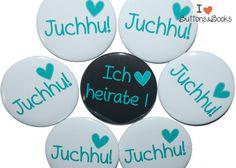 10 x große JGA Buttons a 50mm Herz  1 x Ich heirate 9 x Juchhu!  Produktfarbe: weiß-türkis-schwarz  Der Hit für deine geplante Junggesellinnenabschieds-Party!!!  Viele Vorteile gegenüber...