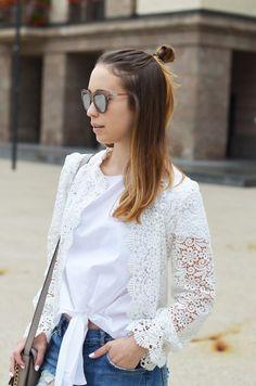 Outfit: Spitzenjacke von Zara mit Boyfriend Jeans und Adidas Sneaker