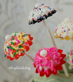 Little candy parasols for Valentine's day = cute overload!