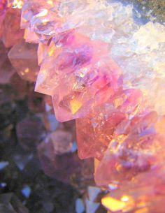 Part of an Amethyst geode - the colour isn't accurate, shows the crystals more mauve than the true purple. Cool Rocks, Beautiful Rocks, Minerals And Gemstones, Rocks And Minerals, Pink Gemstones, Cristal Rose, Image Deco, Crystal Magic, Crystal Cluster