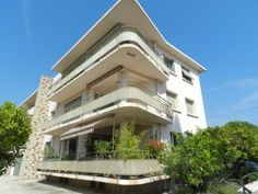 HYERES: Art-deco style 2-bed apartment, close to centre.  €325,000/£261,138