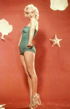 Marilyn Monroe / Born: Norma Jeane Mortenson, June 1926 in Los Angeles… Joven Marilyn Monroe, Marilyn Monroe Fotos, Young Marilyn Monroe, Marilyn Monroe Shoes, Divas, Brigitte Bardot, Portrait Studio, Estilo Pin Up, Howard Hughes