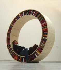 Estante circular  do estúdio David Garcia, inspirada nas bibliotecas itinerantes.