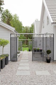 This kind of gate could be kind of neat on the side of the house. Also like the big pavers and gravel White Gravel, Garden Structures, Outdoor Structures, Landscape Structure, Stone Landscaping, Garden Living, White Trim, Garden Gates, Plank
