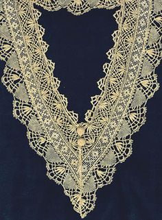collar combining Cluny bobbin lace and Filet work