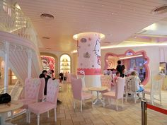 Hello Kitty Cafe in Bangkok. I know one 8 year old girl who is going to enjoy this! [Siam Square One Pathumwan Rd, Bangkok 10330].
