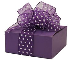 Purple Gift Box with Polka Dot Ribbon and Bow The Purple, Purple Stuff, All Things Purple, Shades Of Purple, Wrapping Gift, Gift Wraping, Creative Gift Wrapping, Creative Gifts, Wrapping Ideas
