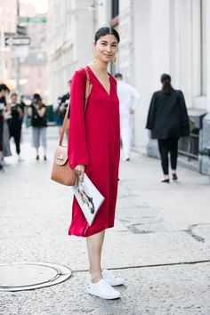 Street style at New York Fashion Week Spring/Summer 2017 New York Street Style, Street Style 2017, Street Style Trends, Street Style Looks, Looks Style, Looks Baskets, Girl Fashion, Fashion Outfits, Fashion Trends