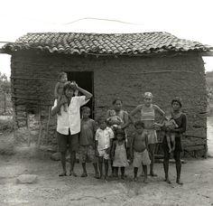 """O Cine Bombril junto com a Folha promovem hoje, dia 18, às 19h30, a pré-estreia Catraca Livre do documentário """"Garapa"""", de José Padilha (que dirigiu """"Tropa de Elite""""). Após a sessão, o diretor participará de debate com Francisco Menezes, do Ibase (Instituto Brasileiro de Análises Sociais e Econômicas, ONG criada pelo Betinho), e Gilberto Dimenstein,...<br /><a class=""""more-link"""" href=""""https://catracalivre.com.br/geral/urbanidade/indicacao/pre-estreia-do-documentario-garapa/"""">Continue lendo…"""