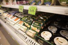 Disfruta de una amplia gama de productos en nuestra charcutería ecológica: fiambres, ibéricos, quesos y ahumados...mmm :P
