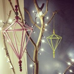 Himmeli Handmade Ornaments, Decor Crafts, Home Decor, Plant Hanger, Diy Tutorial, Xmas, Tutorials, Ceiling Lights, Homemade