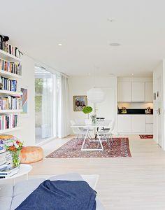 studio karin: ATT INREDA MYSIGT I NYBYGGDA MODERNA HUS Table Legs, Creative Decor, Beautiful Homes, Shabby Chic, Kids Rugs, Living Room, Kitchen, Studio, Design Table