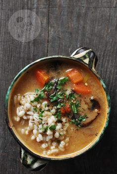 Kardamonowy: Zupa pieczarkowa z pęczakiem /// making a variety of this right now with barley and wild rice cooking in the broth Polish Recipes, Wild Rice, Aga, Soups And Stews, Soup Recipes, Good Food, Food And Drink, Vegetarian, Cooking