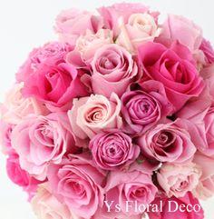 ひとつ前の白バラブーケをお持ちくださった新婦さんの、お色直し用ブーケです。ピンク色のばらのラウンドブーケです。早速当日のかわいいお写真をいただいて、幸せな...