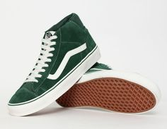 Different Types Of Sneakers Every Man Needs.  Wise men say that spending on things that keep you from the ground such as your bed, mattress, tires, and shoes, is worth the investment. Men should Shoe Sites, Green Sneakers, Men's Sneakers, Best Wear, Cool Style, Men's Style, Vans Shoes, Sneakers Fashion, Color Pop