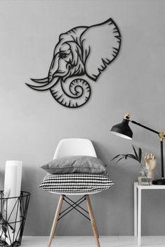 Prachtige, zwarte line art. Deze bijzondere eyecatcher creëert sfeer in elke ruimte. Door de diepe zwarte kleur wordt een groot contrast met lichte muren gecreëerd en trekt het object direct aandacht. Dit product is een must have voor iedere sfeervolle kamer. Geometric Elephant, Geometric Wall Art, Modern Wall Art, Metal Wall Art, Gravure Laser, Welded Furniture, Easy Doodles Drawings, 3d Paper Art, Laser Art