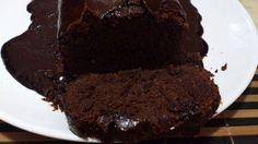 Bolo Negrito sem ovos, sem glúten, sem leite com calda de chocolate: Ingredientes: 3 colheres de sopa de linhaça dourada moíd...