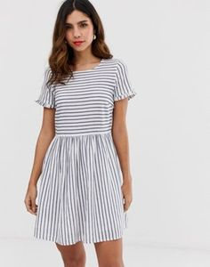 Buy Vero Moda stripe smock mini dress at ASOS. With free delivery and return options (Ts&Cs apply), online shopping has never been so easy. Get the latest trends with ASOS now. Casual Dresses, Fashion Dresses, Danish Fashion, Pop Fashion, Smocking, Fashion Online, Leggings Are Not Pants, Short Sleeve Dresses, Mini