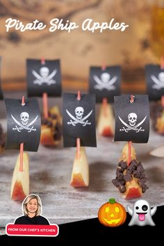 Have some fun with kids making these timeless classic Pirate Ship Apples. #chiquitabites #apples #snacks #pirateship #kidsnack Pirate Snacks, Pirate Food, Pirate Kids, Pirate Day, Pirate Theme, Slumber Party Birthday, Pirate Birthday, Summer Themes, Pirate Crafts