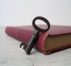 Small Vintage Skeleton Key - Steamer Trunk Key - Antique Furniture Key