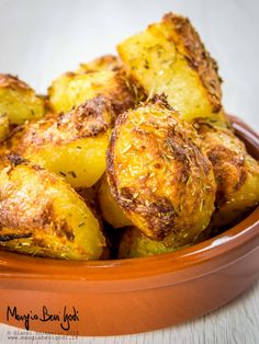 Patate al forno Vegetable Side Dishes, Vegetable Recipes, Calamari, Finger Foods, Baked Potato, Bbq, Vegan Recipes, Food And Drink, Potatoes