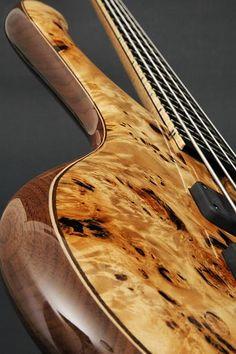 Marleaux BassGuitars, Bass, Consat, Consat Signature, Signature, Instrument, perfekte Bespielbarkeit, Basshersteller, Manufactor, Custom made Bässe, Edelbass, Klassiker, 4-Saiter, 5-Saiter, 6-Saiter