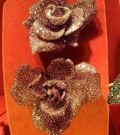 12 - Rose brooch by JAR Paris, 2003 - Sapphires, rubies, garnets, diamonds, silver, gold / 13 - Rose brooch, 2002 - Sapphires, garnets, silver, gold