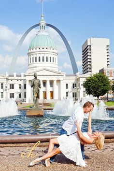 What to Wear for Engagement Photos love this view of the arch downtown too
