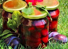 Plum compote - 100 year old recipe from grandma NejRecept. Old Recipes, Preserves, Watermelon, Mason Jars, The 100, Fruit, Vegetables, Spongebob