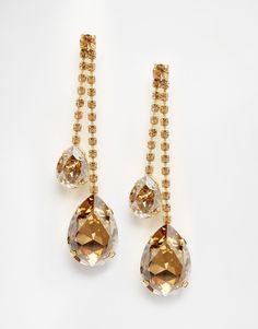 Boucles d'oreilles par Krystal Fini doré Modèle pendant Incrustation de cristaux Swarovski à facettes Fermoir poussette au dos 70% laiton, 30% verre Article ni repris ni échangé