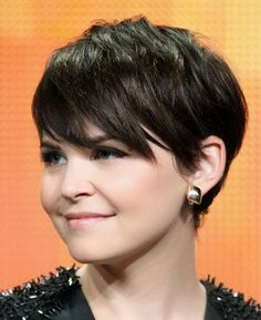 Short Pixie Hairstyles with Side Bangs for Round Face.