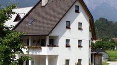 Objekt se nahaja v vasici Čezsoča pri Bovcu. Je v lepem, mirnem in zelenem okolju. O dodatnih informacijah kliknite na spletno povezavo www.viaSlovenia.com