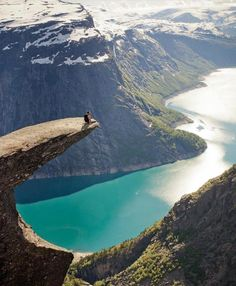 Bird-eye views as a #TravelerInNorway are spectacular from any angle. @voyage_provocateur says #IamATraveler is one of her favorite hashtags and we say we are flattered! 😘