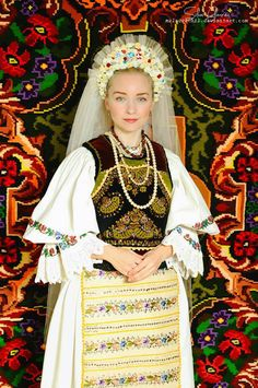Many of you don't know much about Romanian culture, language or traditional clothing. In the past years, many highly known designers got inspired from the European folkloric pa… Folk Fashion, Ethnic Fashion, Romania People, Vietnam Costume, Romanian Girls, Folk Clothing, Folk Costume, World Cultures, Traditional Dresses