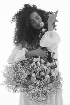 Beauty And Fashion Biracial Hair, Artist Portfolio, Curled Hairstyles, Hair Goals, New Hair, Carne, Flower Girl Dresses, Hair Styles, Photography