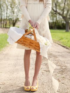 a pretty picnic...styled by anne marie of na-da farm.  photography by traci thorson.