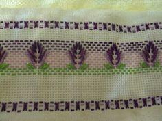 """Este blog tem o objetivo de divulgar ideias, apresentar curiosidades e declarações de afeto à Língua Portuguesa.É, também um espaço para deixar registradas minhas """"aprontações"""". O artesanato que consegui produzir ao longo de algum tempo. Embroidery Stitches, Embroidery Patterns, Borboleta Crochet, Swedish Weaving Patterns, Swedish Embroidery, Monks Cloth, Darning, Needle And Thread, Needlepoint"""
